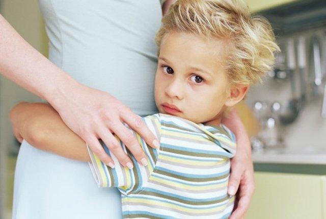 Можно ли и как поменять фамилию ребенку после развода - как сменить фамилию несовершеннолетнему ребенку на фамилию матери - смена фамилии ребенка без согласия отца
