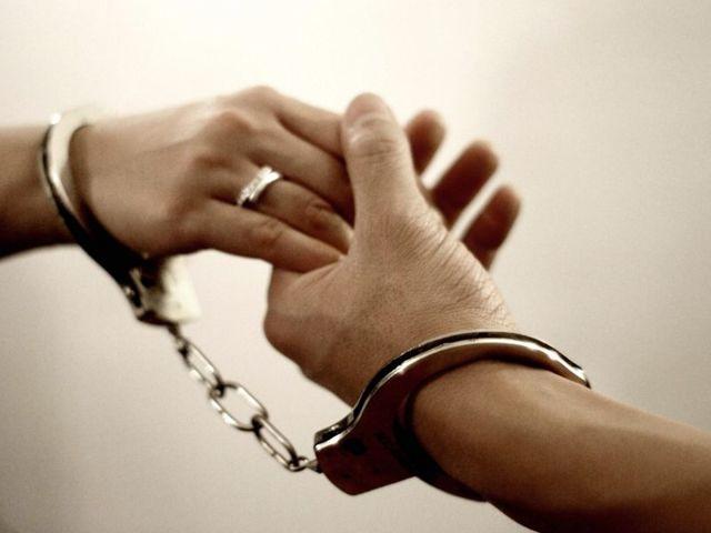 Как подать на развод, если муж сидит в тюрьме - как развестись с мужем, если он сидит в тюрьме - развод с осужденным через загс - как развестись с заключенным в России