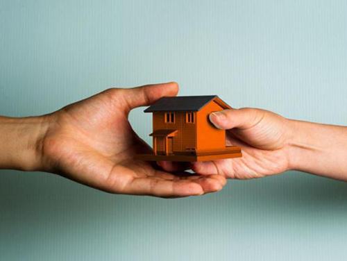 Можно ли расприватизировать квартиру в аварийном доме: деприватизация аварийного жилья