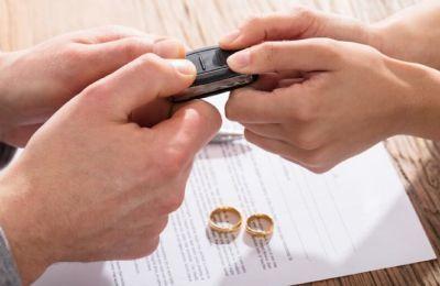 Раздел автомобиля (машины) при разводе супругов: как разделить автомобиль после развода, как делится машина в кредите, раздел кредитного автомобиля при разводе