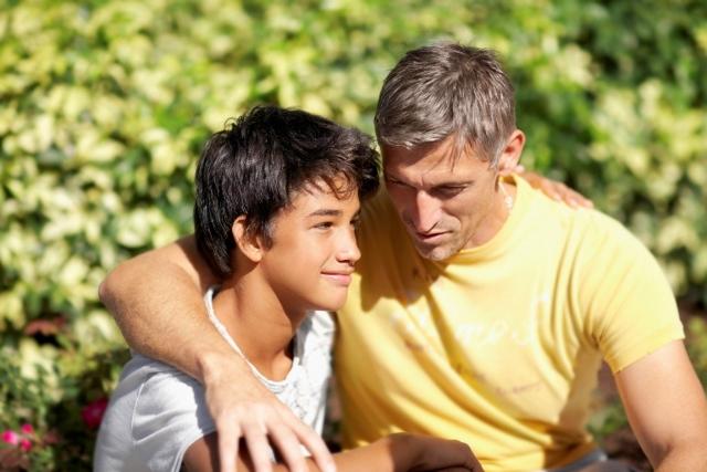 Если бывший муж, отец ребенка платит маленькие алименты