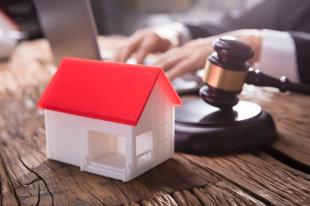 Можно ли прописать в аварийное жилье: регистрация в аварийном доме под снос
