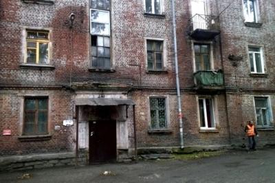 Можно ли купить или продать квартиру в собственности в аварийном доме под снос: покупка ветхого жилья