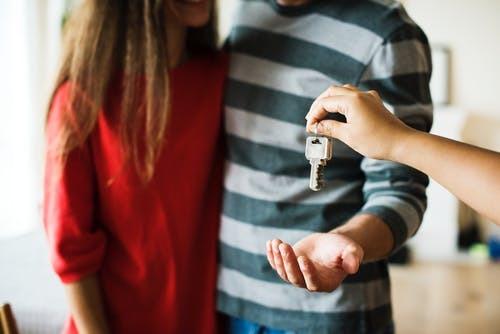 Можно ли и как выписать человека из квартиры без его присутствия в 2019 году