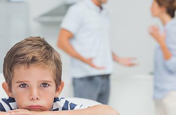 Как подать на развод в одностороннем порядке, если есть ребенок и без детей: через ЗАГС, через суд, через интернет