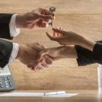 Взаимозачет при продаже квартиры и покупке квартиры