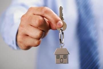 Можно ли и как продать квартиру с коммунальными долгами