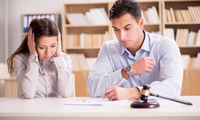 Как выселить бывшую жену из квартиры, если она прописана