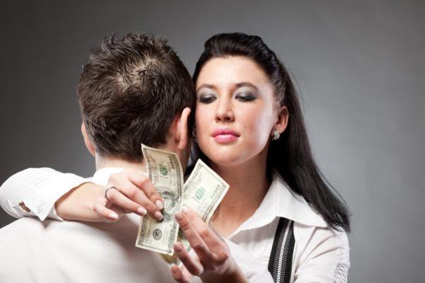 Платят ли женщины алименты на ребенка?